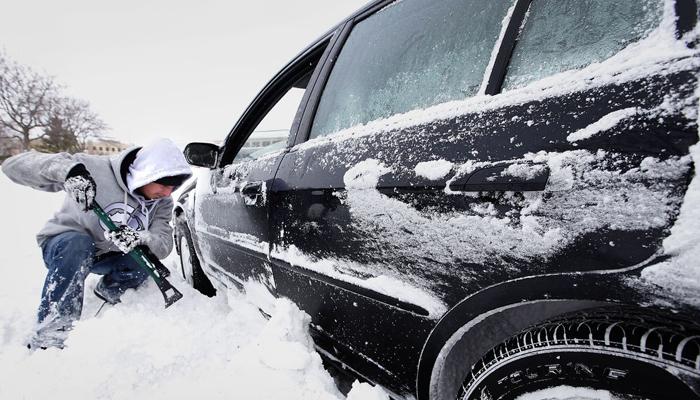 نکات ایمنی در رانندگی/ در برف سوخت خودرو را مدیریت کنیم