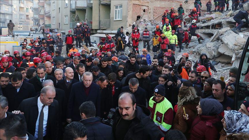 بازدید اردوغان از مناطق زلزله زده ترکیه