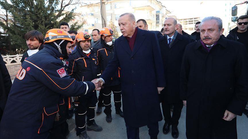 بازدید اردوغان رئیس جمهور ترکیه از مناطق زلزله زده ترکیه