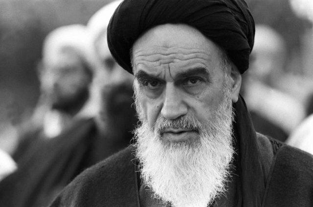 امام خمینی: در جنگ با آمریکا و تفالههایش هستیم