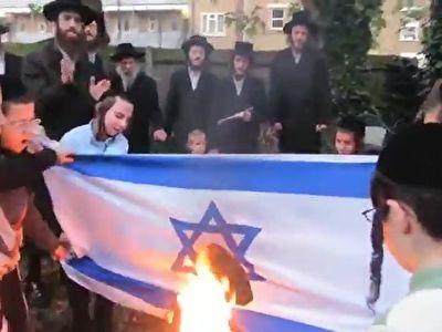آتش زدن پرچم رژیم صهیونیستی توسط یهودیان بر اساس آموزههای تورات + فیلم