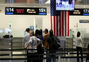 گزارش نیویورک تایمز از تحقیر شهروندان ایرانی در فرودگاههای آمریکا