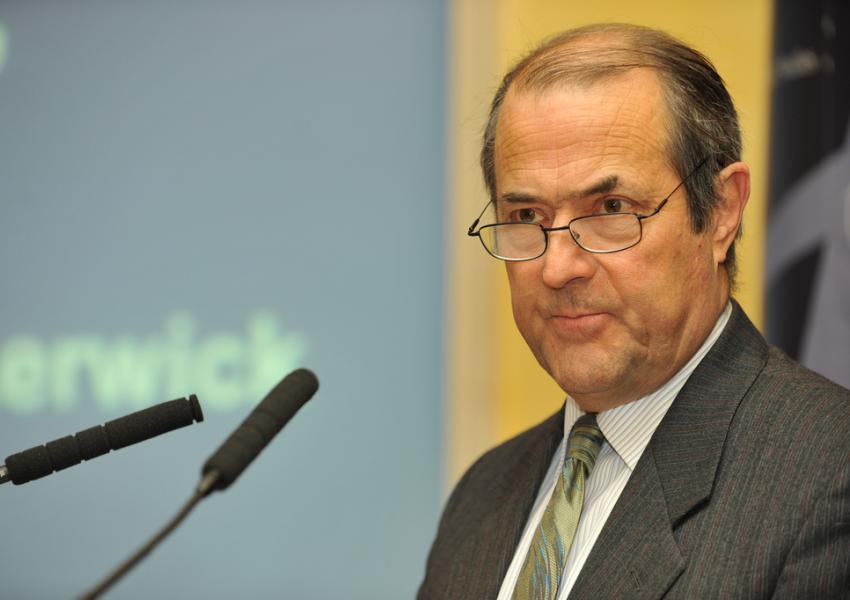 سفیر پیشین انگلیس: توافق هستهای ایران باید حفظ شود