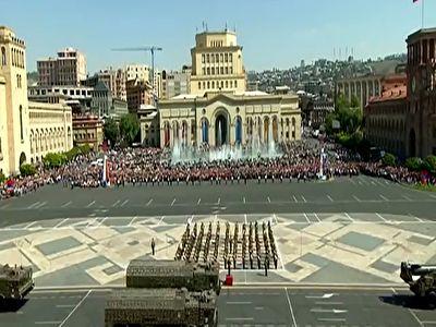 مراسم رژه نظامیان ارمنستان در سالروز تاسیس ارتش + فیلم