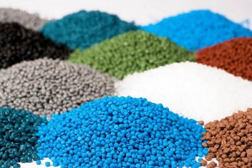 مواد اولیه تولید کنندگان پلاستیک کشور عادلانه توزیع نمی شود