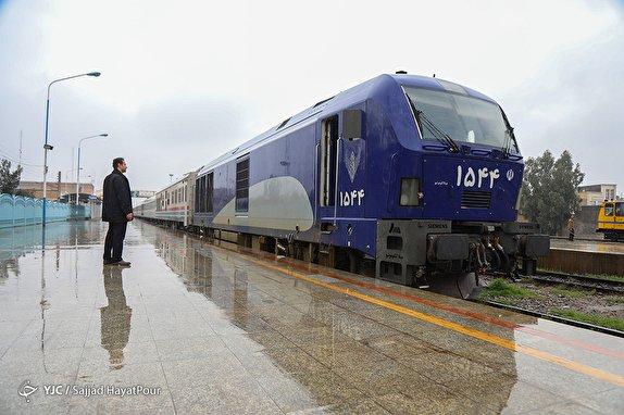 لغو روزانه ۸ هزار بلیت قطاربر اثر کرونا/ مسافران مشکوک به کرونا اجازه خروج از شهر ندارند
