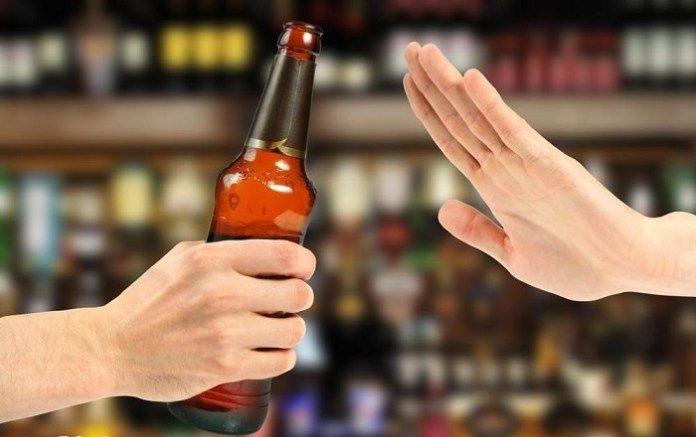 باور غلط مصرف خوراکی الکل برای پیشگیری از کرونا/ وقتی شایعات جان مردم را به خطر میاندازند/ هشدار؛ مصرف خوراکی الکل ضد کرونا نیست/ افزایش موارد مسمومیت الکلی در کشور/ افزایش مسمومیتهای الکلی با شیوع کرونا/ باورهای غلطی که افراد را راهی بیمارستان میکند