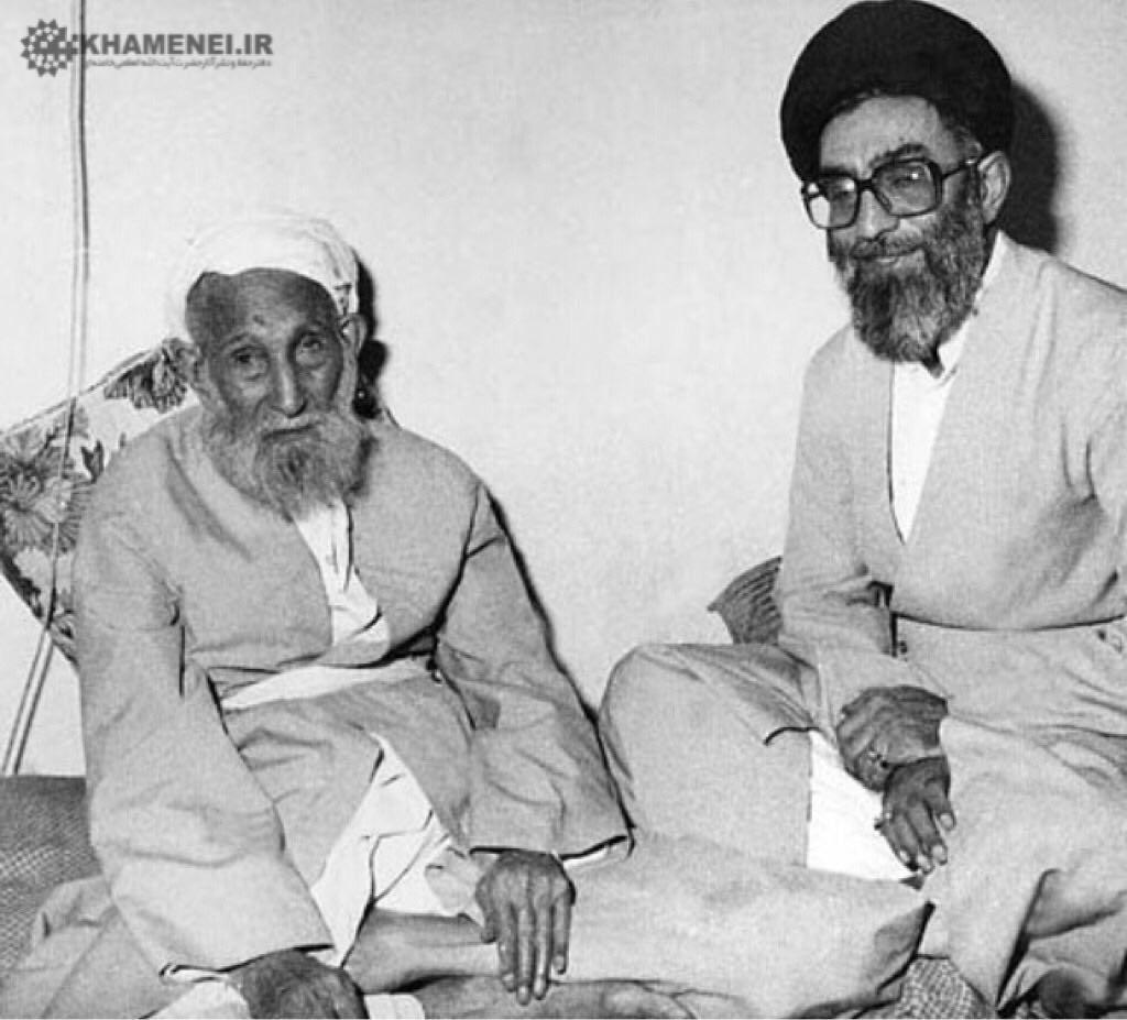 تصویر کمتر دیده شده از رهبر انقلاب در کنار پدر