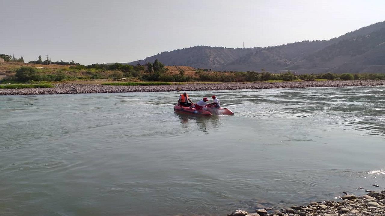 تلاش برای یافتن جسد فرد غرق شده در زاینده رود