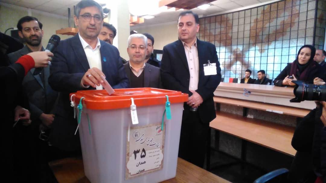 حضور استاندار و مسئولان استانی در پای صندوق رای