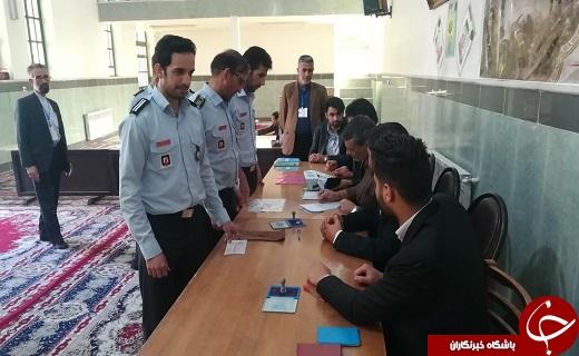 حضورر مردم ارالعباده یزد در پای صندوق ها در آغازین ساعت رأی گیری به همراه تصاویر