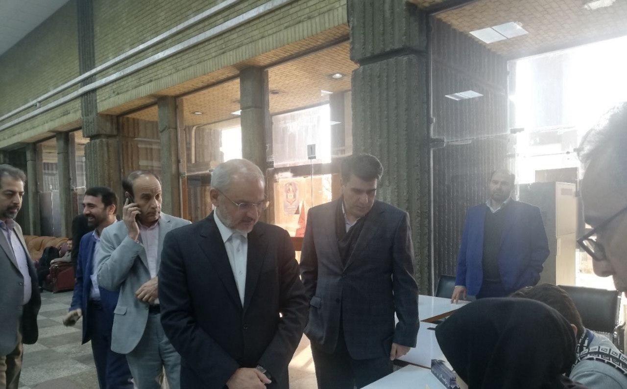 ظریف: انتخابات نشان دهنده قدرت ملی به همه دنیاست/ وزیر کشور: مردم رأی دادن را به ساعات پایانی موکول نکنند/ عارف: کشور ما مردمیترین حکومت را دارد