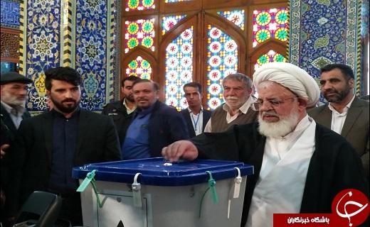 حضور مردم ارالعباده یزد در پای صندوق ها در آغازین ساعت رأی گیری به همراه تصاویر
