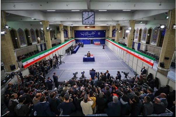 تصویری متفاوت از لحظه رای دادن رهبر انقلاب