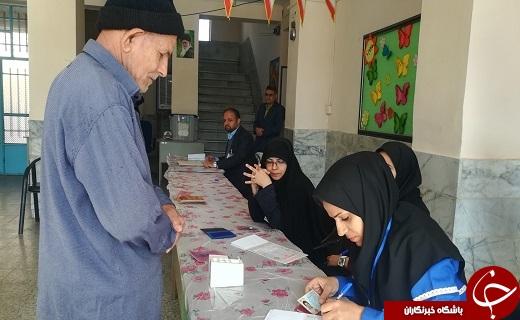 حضور مردم دارالعباده یزد در پای صندوق ها در آغازین ساعت رأی گیری به همراه تصاویر
