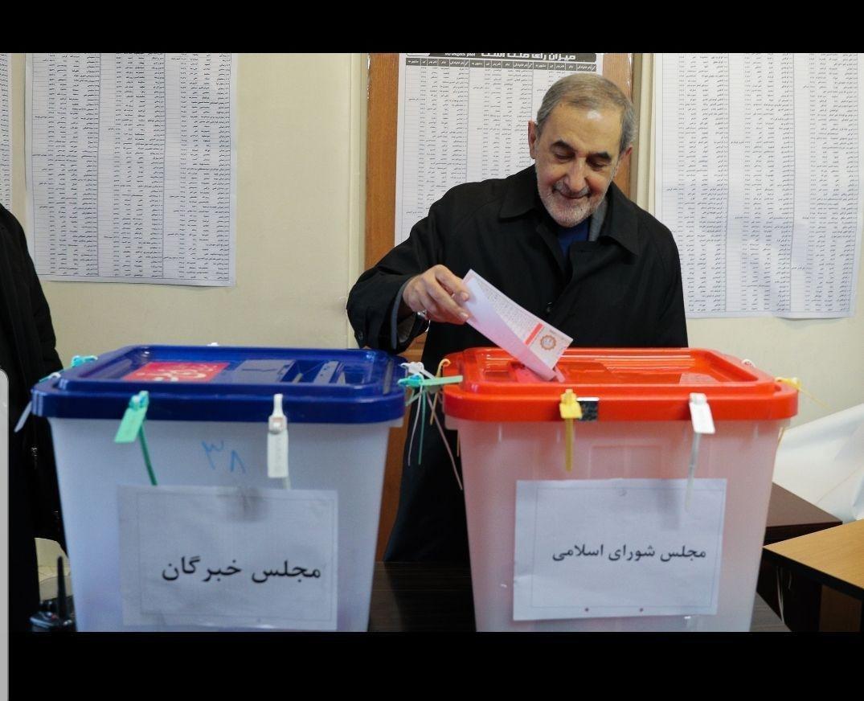 رئیس جمهور: امیدواریم انتخابات ۱۴۰۰ الکترونیکی برگزار شود/ حجت الاسلام رئیسی: انتخابات بهترین پادزهر در مقابل توطئههاست/ وزیر کشور: مردم رأی دادن را به ساعات پایانی موکول نکنند +فیلم و تصاویر