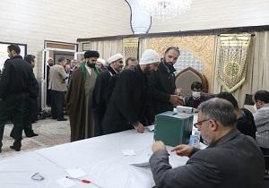 انتخابات در قم با آرامش کامل درحال برگزاری است