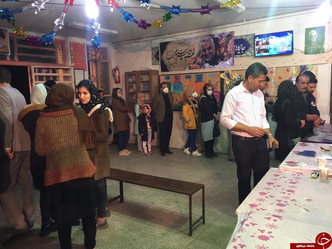 استقبال پرشور مردم و تمدید زمان انتخابات در استان فارس