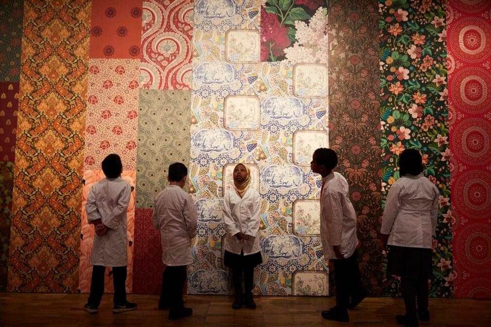 تصاویر روز: از جمع آوری بیمارستانهای موقت در ووهان چین تا برگزار جشنواره رنگها در کلکته هندوستان