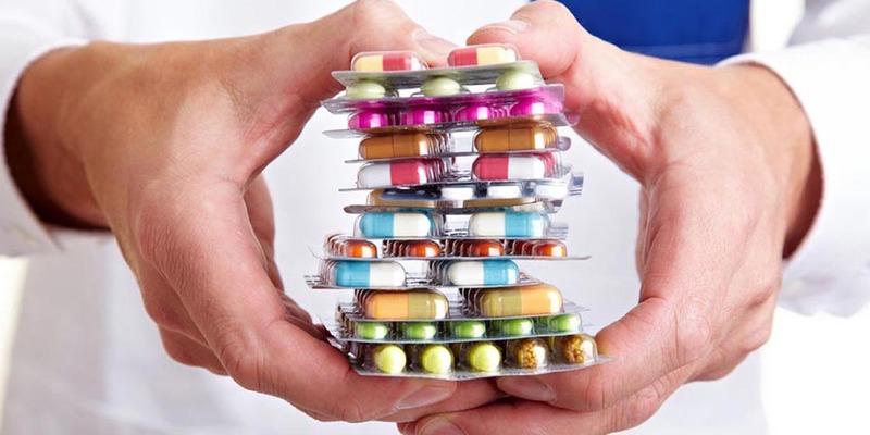 تجویزهای خودسرانه مردم برای درمان کرونا؛ از مصرف آنتی بیوتیکها تا قرصهای مکمل ویتامین