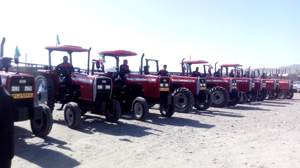 تحویل ۵۰ دستگاه تراکتور به مددجویان جنوب کرمان