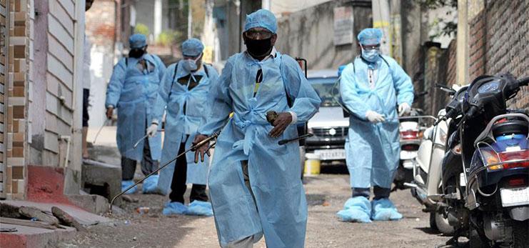 تصاویر روز: از گندزدایی بخش جامو هند به دنبال انتشار ویروس کرونا تا حمل مشعل المپیک توسط هنرپیشه آمریکایی