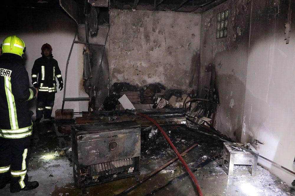 نجات چهار نفر از جمله یک خانم باردار از میان شعلههای آتش و دود در مشهد