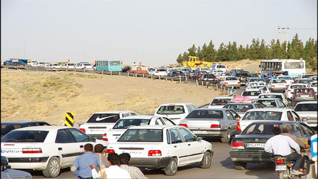 ترافیک در مسیر بهشت رضا (ع) مشهد پرحجم است/شهروندان برگرشت داده می شوند