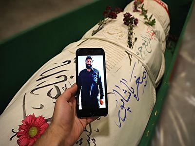 وداع خانواده شهید بی سر اصغر پاشاپور در معراج شهدا + فیلم