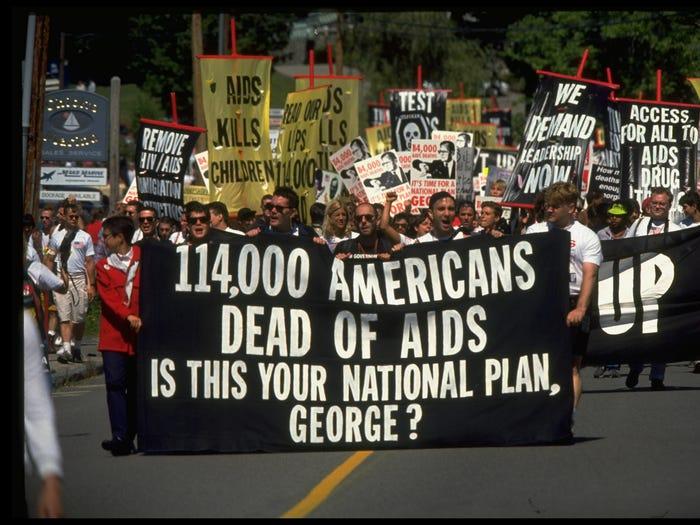 از آنفلوآنزای اسپانیایی تا ابولا / مرگبارترین بیماری های شیوع یافته در دنیا در طول تاریخ را بشناسید