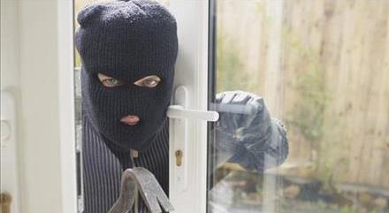 آیا میتوان دزدی که وارد خانه شده را کتک زد؟