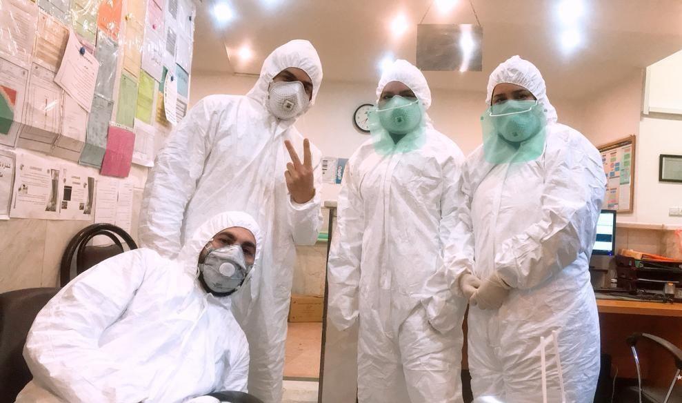 سلفیهای پزشکان با لباسهای ضد کرونا