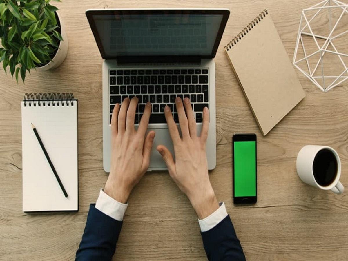 ۲۵ رفتار غیرحرفهای در محیط کار که دیگران را از شما فراری میدهد