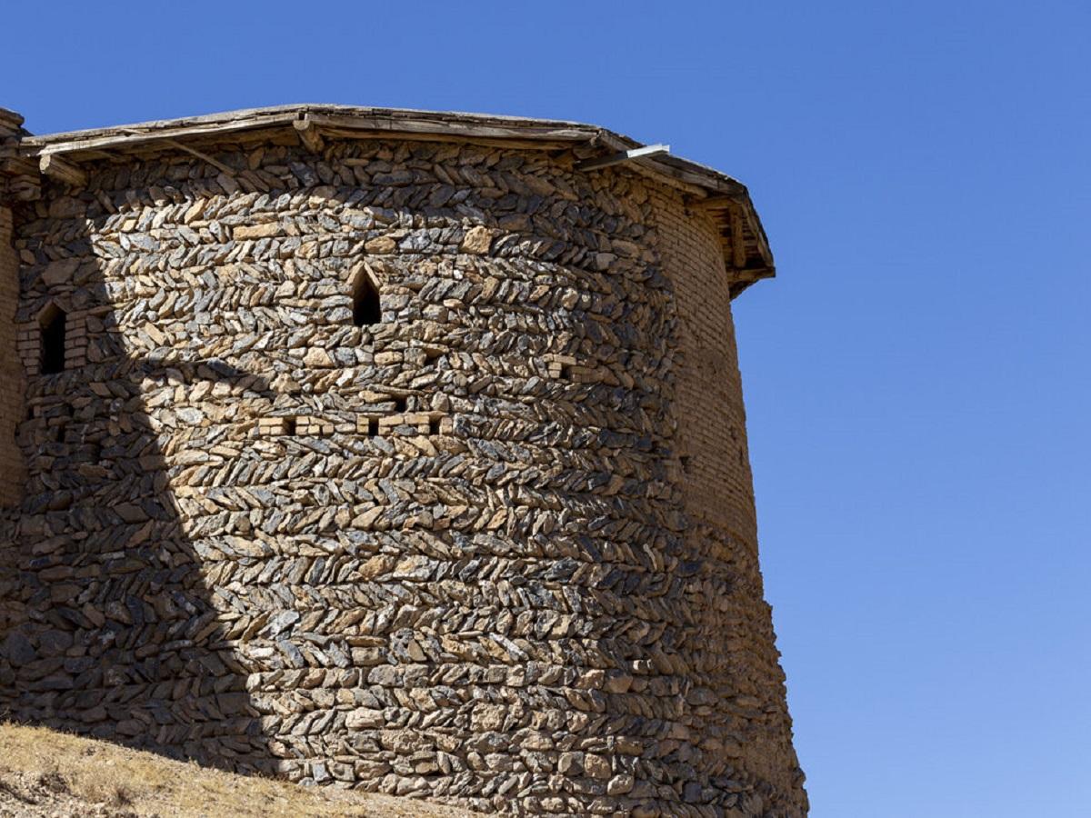 بخشی ازجبهه شرقی قلعه تاریخی بارده تخریب شد