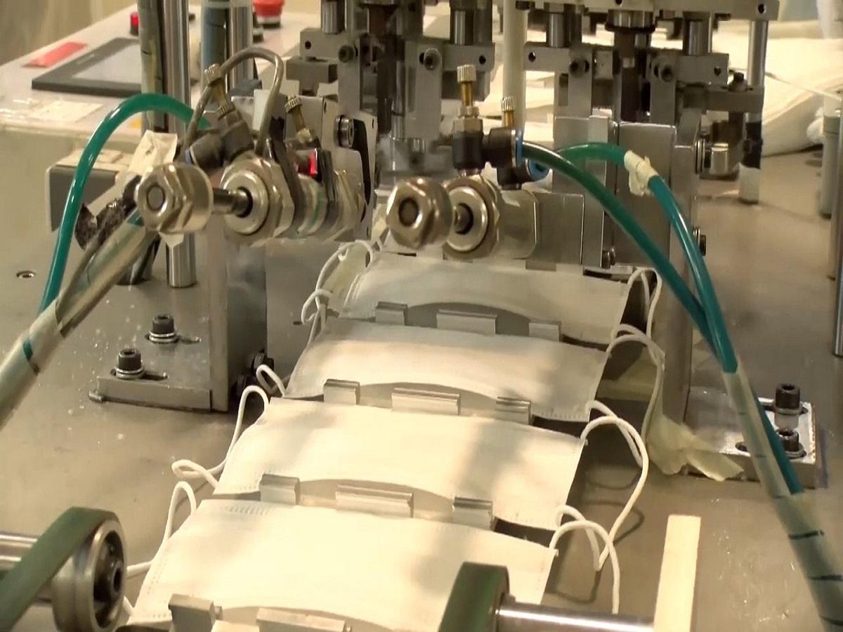 تأمین ماسک، با تغییر خط تولید یکی از واحدهای صنعتی