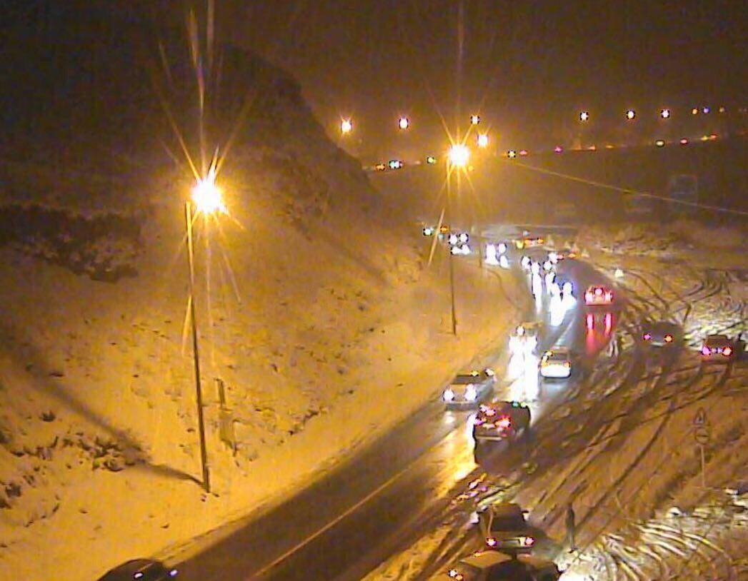 ترافیک سنگین شبانه در هراز، کندوان همچنان مسدود