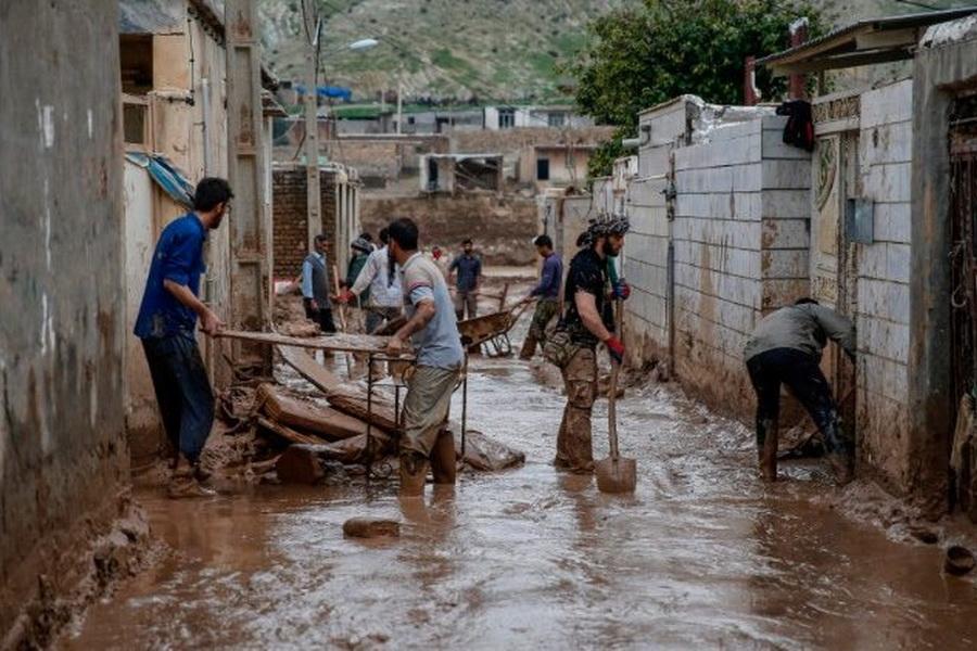 امیدواریم دولت هر چه سریعتر خسارات سیل زدگان را جبران کند