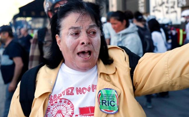 تصاویر روز: از ادامه بازداشت فعالان محیط زیست در انگلیس تا ساخت مجسمههای شنی در بولیوی