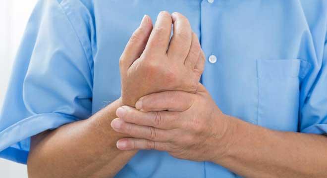 علل مورمور انگشتان را بشناسید+ ورزش های مناسب برای رفع خواب رفتگی