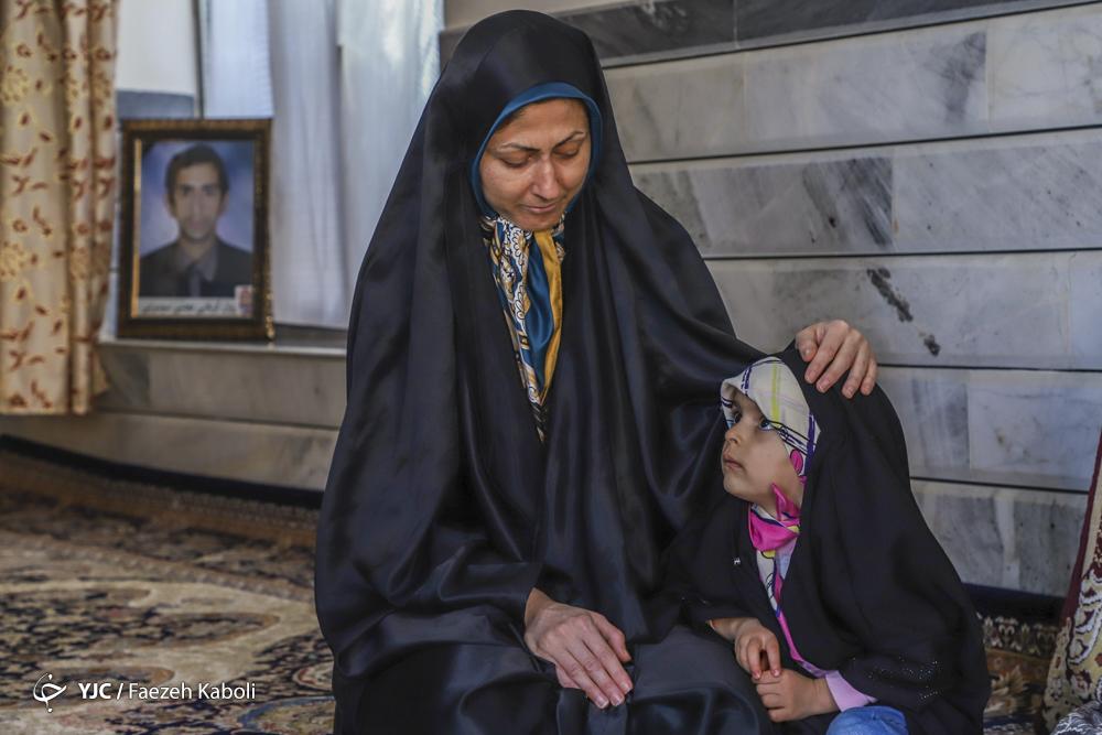 شهید کربلایی مجتبی سوسرایی، ۳۰ ساله، معدنچی جانباخته در حادثه معدن زمستان یورت. دو دختر ۸ ساله و ۴ ساله داشت.