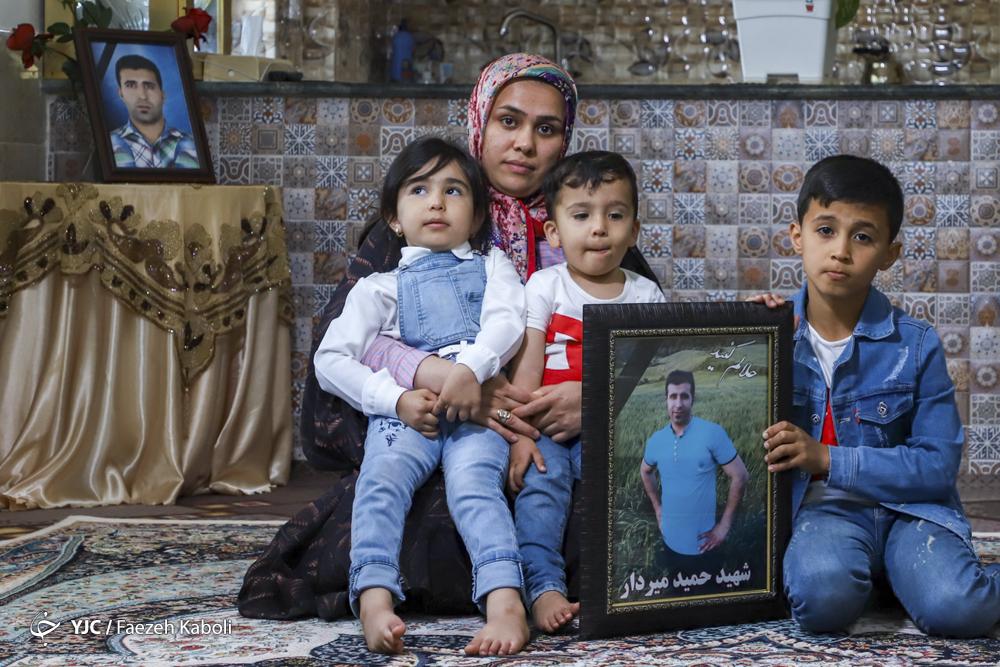 شهید حمید میردار، ۳۲ ساله، معدنچی جانباخته در حادثه معدن زمستان یورت. دو فرزند پسر ۹ ساله و ۲/۵ ساله و یک دختر ۵ ساله داشت.