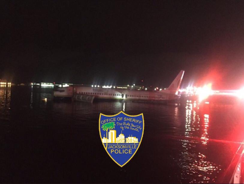 سقوط هواپیمای بوئینگ ۷۳۷ در رودخانهای در فلوریدا + تصاویر