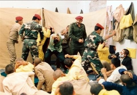 ناگفتههای تکاندهنده یک آزاده از شکنجههای ماه رمضان در عراق/ از چشم دوختن به آفتاب سوزان با زبان روزه تا فلک شدن زیر کابل ضخیم