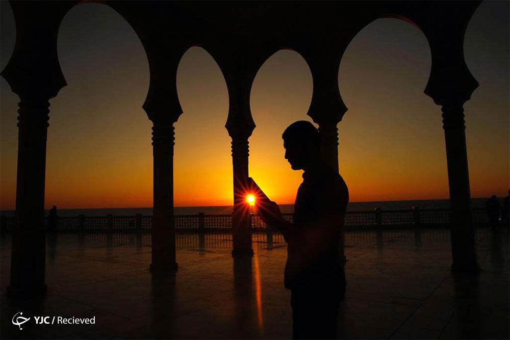 بیش از هر چیزی در ماه رمضان به چه نکاتی توجه کنیم؟ / بهتر است ابتدا افطار کنیم یا نماز مغرب را بخوانیم؟