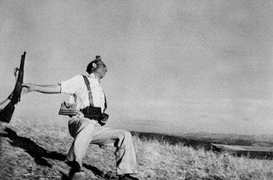 عکس جنجالی عکاس مشهور که برای ثبت آن یک سرباز را کشتند! + تصویر