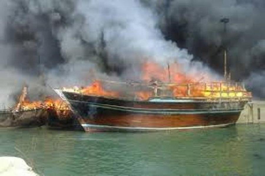 اتصالی برق موتور ۱۴ قایق صیادی در میناب را طعمه حریق کرد