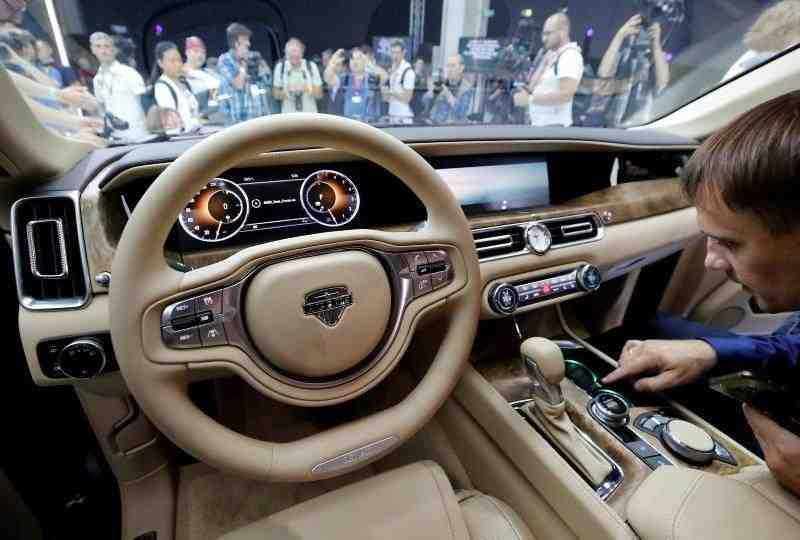 اسرار داخل خودرو پوتین را از لنز دوربین مشاهده کنید+فیلم