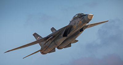 سوخت رسانی بوئینگ ۷۰۷ به جنگنده اف ۱۴ + فیلم
