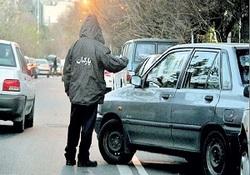 وقتی خبرنگار پارکبان می شود/ دوربین مخفی دریافت پول زور برای جای پارک خودرو + فیلم