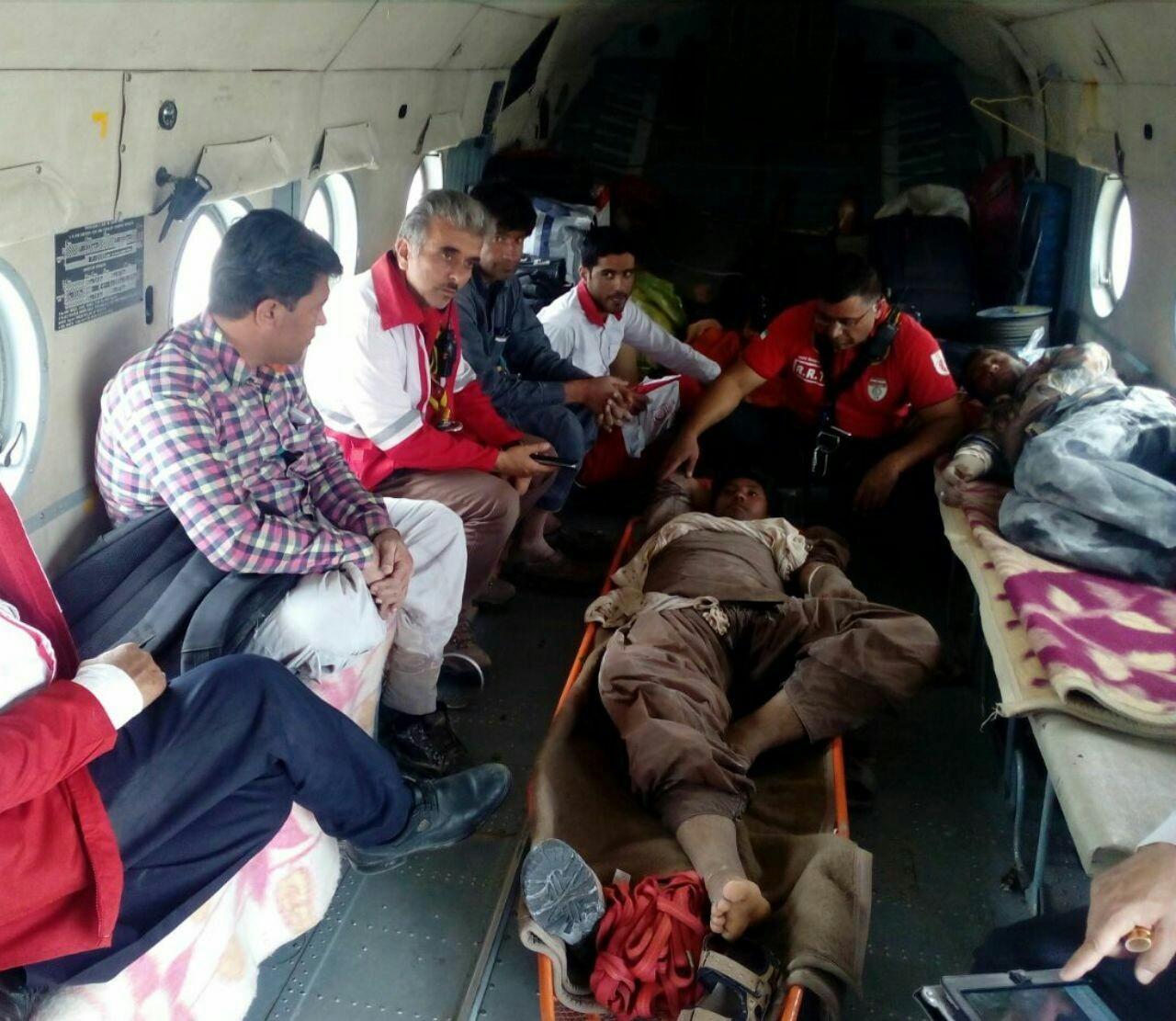 نجات ۲ فرد گرفتار در کویر شهداد با تلاش نجاتگران هلال احمر سیستان و بلوچستان